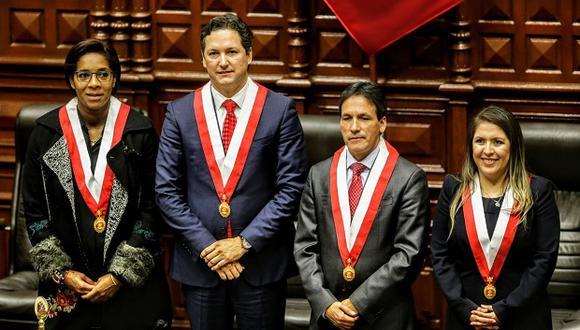 Leyla Chihuán, Segundo Tapia y Yeni Vilcatoma acompañan a Daniel Salaverry en la Mesa Directiva del Congreso. (Foto: Agencia Andina)