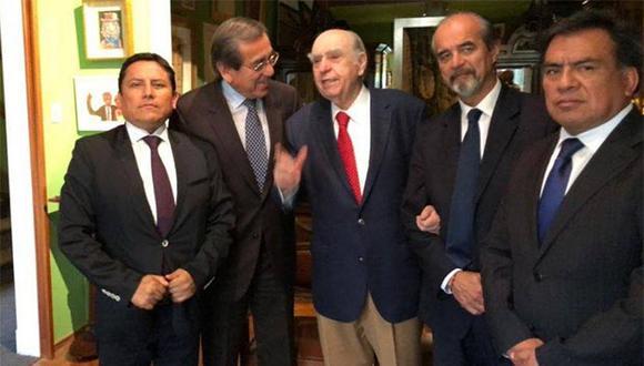 Ex presidente de Uruguay Julio María Sanguinetti se reunió con los congresistas apristas por el caso de Alan García. (Foto: @primerafuente1)