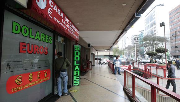 En el mercado paralelo o casas de cambio, el precio del dólar es de S/ 3.370. (Foto: GEC)