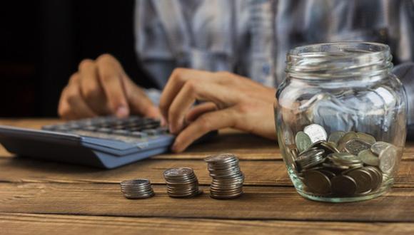 Gastar más de lo debido y no saber controlar los gastos puede llevarnos a una cruda financiera (Foto: Freepik)