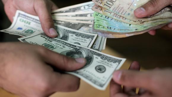 El salario mínimo en Venezuela pasó de 5,22 dólares a 20,9 dólares de acuerdo a la tasa oficial de cambio (Fuente: AFP)