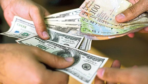 La economía venezolana atraviesa una dolarización transaccional de facto y, mayoritariamente, los precios aparecen denominados en la divisa estadounidense. (Foto: AFP).
