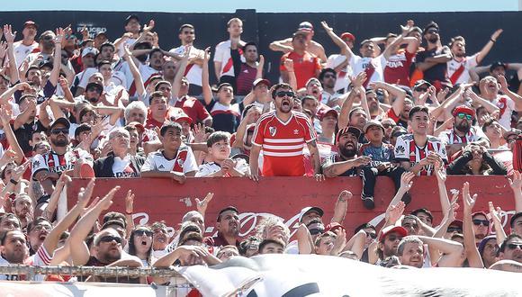 Hinchas de River Plate llegarán a Lima en una gran caravana desde Buenos Aires. (Foto: EFE)