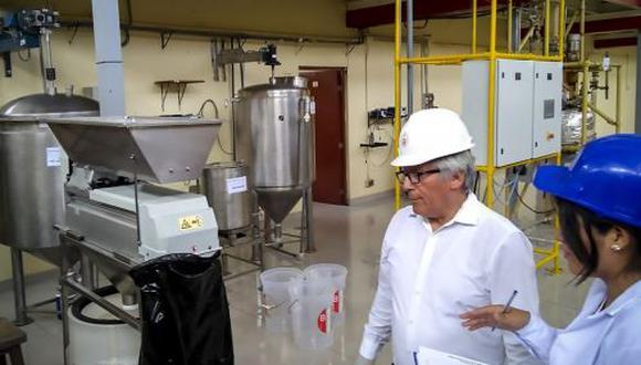 Investigadores de la UNI desarrollan un estudio que busca optimizar la producción de pisco, nuestra bebida bandera, con subproductos de la uva. Foto: Difusión