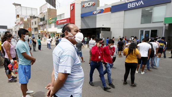 No se acerque a los bancos para buscar información sobre el Bono 600. (Foto: Francisco Neyra | GEC)