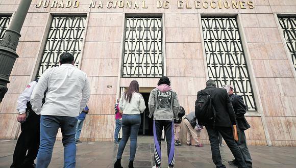 Exteriores y fachada de la sede principal del Jurado Nacional de Elecciones en el Centro de Lima. (Foto: Leandro Britto / GEC)