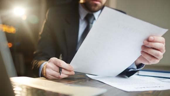 Más del 50% de los abogados que trabajaban en firmas o empresas, y que por esta coyuntura tuvieron que salir de ellas, decidieron emprende. (Foto: Freepik)