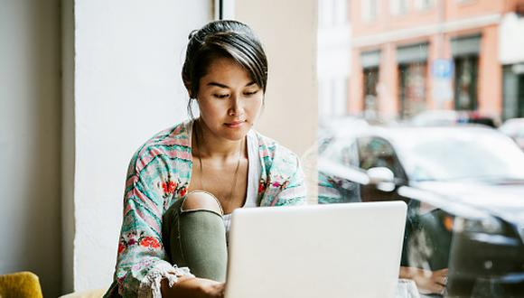 Hoy en día, cualquier persona puede estudiar inglés desde la comodidad de su casa gracias a los diversos cursos online (Foto: Getty)