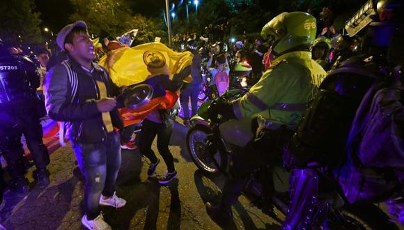 Manifestantes protestaron cerca de la casa de Iván Duque. (AFP)
