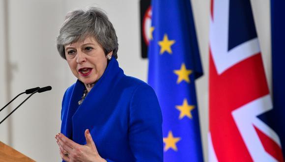 Theresa May está pasando las vacaciones de Semana Santa en Gales. Medios locales recordaron hoy que fue en 2017, cuando la jefa del Ejecutivo decidió convocar elecciones generales anticipadas. (Foto: AFP)