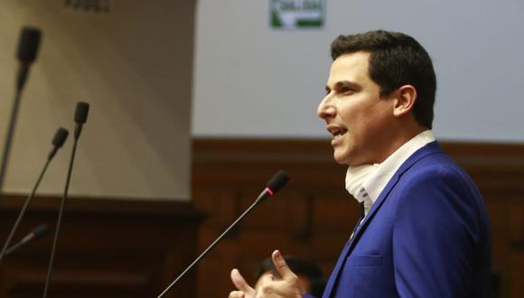 """César Combina, vocero de APP, llamó como """"irresponsables"""" los pedidos para que José Elice y Violeta Bermúdez renuncien. (Foto: Congreso)"""