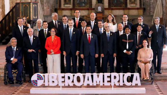 Los líderes de Iberoamérica posan para la foto oficial de la XXVI Cumbre Iberoamericana en Antigua Guatemala el 16 de noviembre de 2018. (Foto referencial: Reuters)