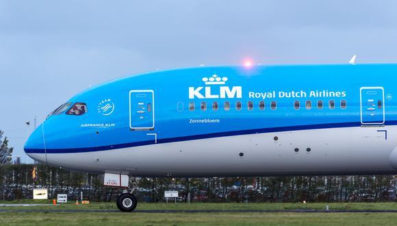 """La orden de reducir costos supone que la pérdida de empleos en KLM, con una plantilla de 30,000 personas, será """"probablemente inevitable"""", afirmó  el ministro de Finanzas de Holanda, Wopke Hoekstra."""