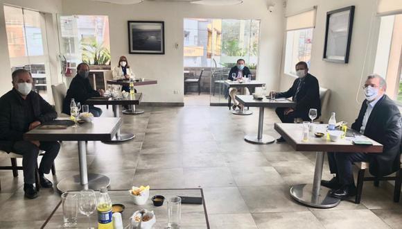 Gremios de restaurantes presentaron sus protocolos y propuestas al presidente del Congreso de la República.