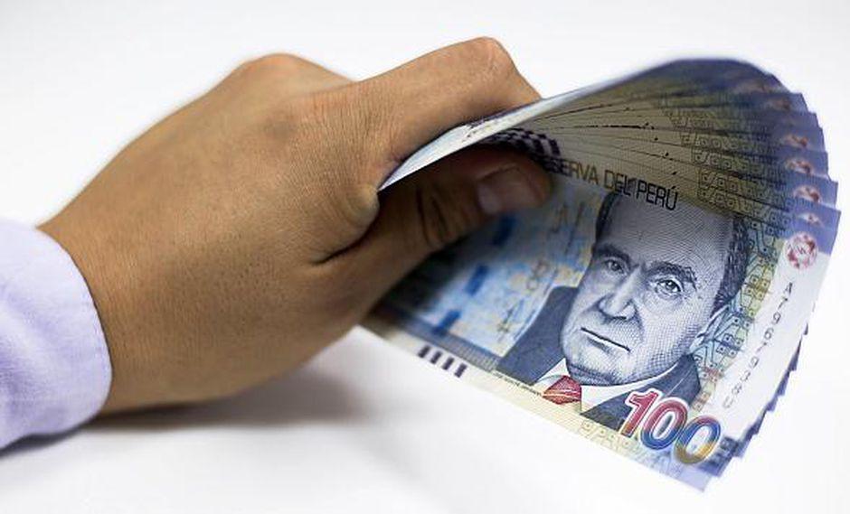 Los trabajadores que reciban utilidades deben analizar si destinan el dinero al pago de deudas, ahorran o realizan alguna inversión, aconsejan los expertos. (Foto: GEC)