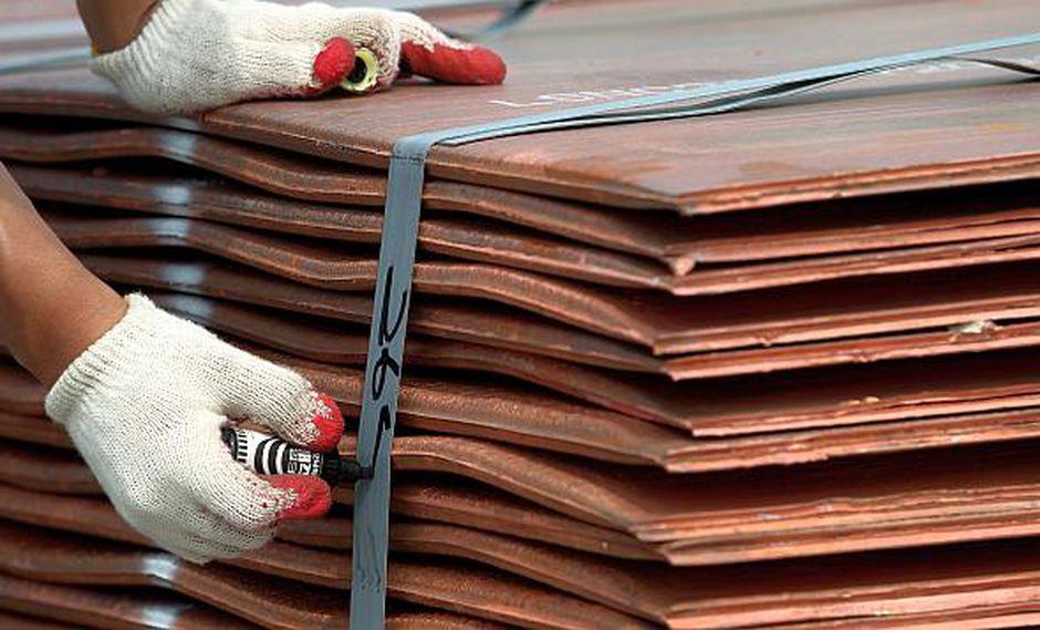 En la semana, el cobre registraba un alza de 1.6%,tras tocar un máximo de dos meses el jueves de US$6,289.50. (Foto: Reuters)