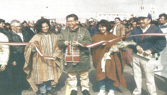 El presidente Fujimori inauguró ayer un tramo de la carretera Panamericana Sur, en compañía del ministro Dante Córdova y del viceministro Castilla Meza.