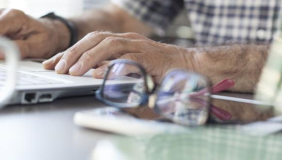 Las cifras que indican que es probable que estén empleados cuando tengan más de 67 años también disminuyó, a 32.4%, desde 34.1%.
