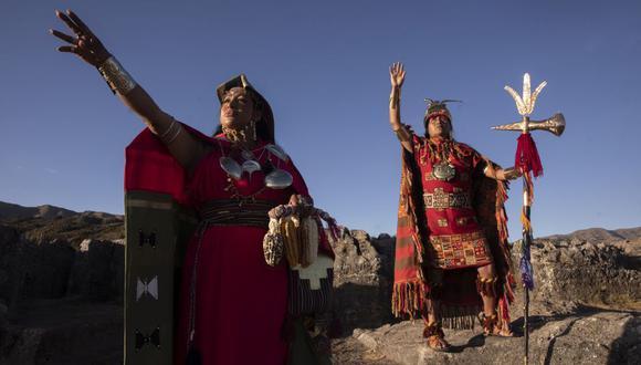 FOTOS A DAVID ANCCA CUYO Y NORVINA GALLEGOS, INTERPRETES DEL INCA Y LA QOLLA EN EL INTI RAYMI.