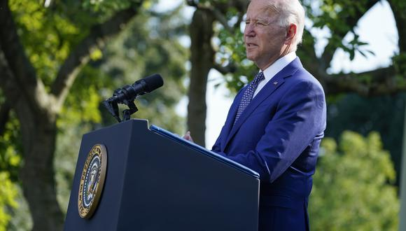 Además, Biden firmó un decreto que autoriza la imposición de futuras restricciones a quienes operen en sectores estratégicos de la economía bielorrusa, incluidos los de defensa, seguridad, energía, potasa, tabaco, construcción o transporte, explicó la Casa Blanca. (Foto: AP)