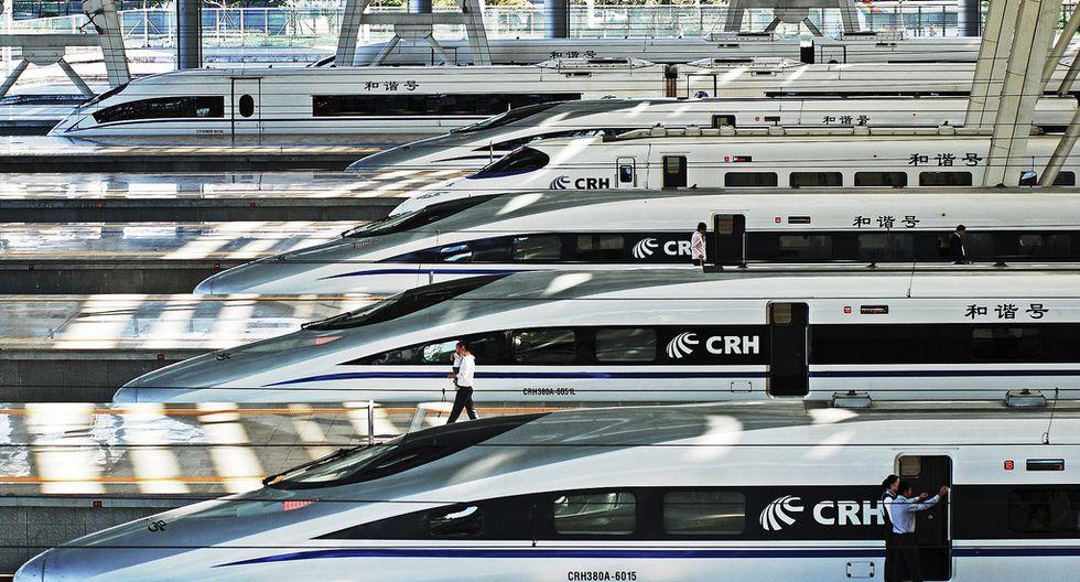 CHINA RAILWAYS CRH380 A. En sus operaciones de prueba llegó a una velocidad máxima de ¡486 km/h! Sin embargo, su velocidad máxima de operaciones es de 380 km/h, lo que lo convierte en el segundo tren más rápido del mundo. Su ruta va desde Beijing a