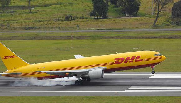 Foto referencial. Las vacunas llegaron minutos después de la 1 p.m. al aeropuerto El Dorado de Bogotá a bordo de un avión de DHL. (Archivo / Juan Pablo Bello / Presidencia de Colombia)