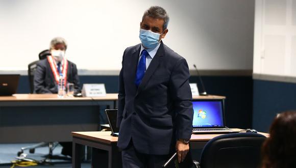 El suspendido fiscal supremo Tomás Gálvez elogió al legislador Alexander Lozano Inostroza (Unión por el Perú) y reconoció su labor política. (Foto: GEC)