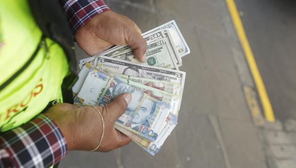 En el mercado paralelo o casas de cambio de Lima, el tipo de cambio se cotiza a S/ 3.605 la compra y S/ 3.625 la venta. (Foto: GEC)