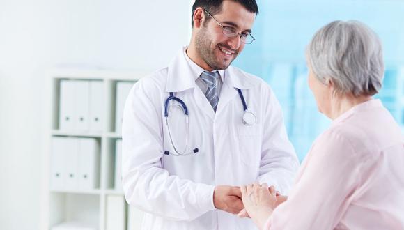 FOTO 10 | Médico asociado, salario medio anual: $100.392.
