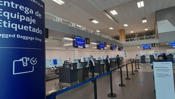 """Latam Airlines Perú lanzó su nuevo servicio """"Self Bag Drop"""" para garantizar la seguridad de sus pasajeros. (Foto: Latam)"""