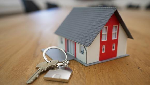 Es importante que antes de concretar la compra de una vivienda indagues sobre la trayectoria de la inmobiliaria para evitar que surjan contratiempos durante el proceso de compraventa (Foto: Pixabay)