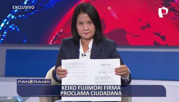 Keiko Fujimori firmando en vivo la Proclama Ciudadana (Foto: Captura Panorama)