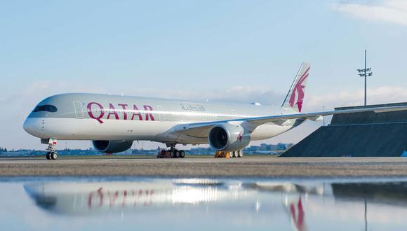 FOTO 1 | Airbus trajo dos A350-1000 para el Farnborough International Airshow 2018. Uno para pantallas de vuelo y el otro, perteneciente al cliente de lanzamiento Qatar Airways, para servir como pantalla estática.