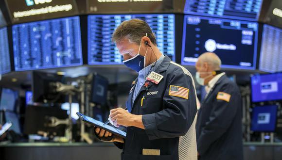 Inversionistas. Aprovechan oportunidades que dejan los más nerviosos, usualmente minoristas locales y extranjeros. (Foto: AP)