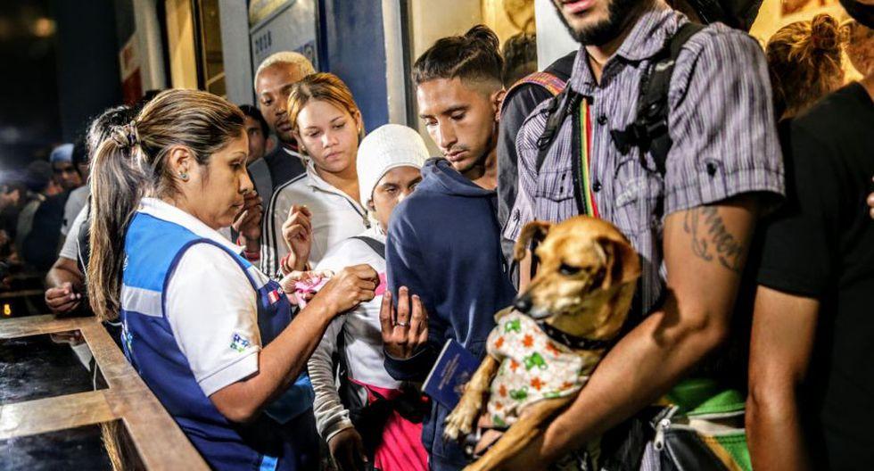 FOTO 6   Venezolanos llegaron con sus familias. (Foto: Andina)