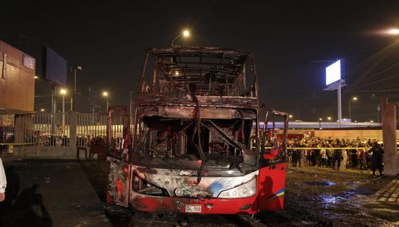 El MTC aseguró que se sancionará de manera ejemplar a quienes resulten responsables del incendio delbus interprovincial que cobró la vida de 17 personas.(Foto: Renzo Salazar)