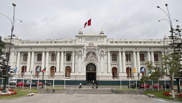 El nuevo congreso, elegido el 11 de abril con un total de 130 escaños, estará conformado por Perú Libre de Pedro Castillo con 36 escaños, Fuerza Popular con 24 escaños y Acción Popular con 17 escaños, entre otros partidos.