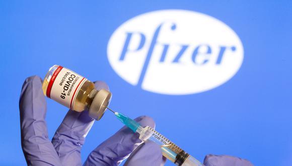 El gobierno ya tiene un acuerdo con Pfizer por 100 millones de dosis de la vacuna, que está siendo distribuida en todo el país después de que la inyección obtuvo la autorización de uso de emergencia a principios de este mes. (Foto: REUTERS/Dado Ruvic)