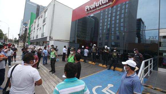Los afiliados que deseen acceder al retiro de hasta 4 UIT solo podrán presentar una solicitud y tienen plazo hasta el 24 de agosto para hacerlo. (Foto: Andina).