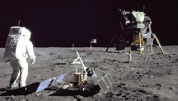 FOTO 8   Buzz Aldrin ha sido el único astronauta que ha celebrado un oficio religioso en la Luna: pidió permiso a la iglesia presbiteriana para poder tomar la comunión, por eso se llevó un lote compuesto de una forma sagrada y un poco de vino. (Foto: NASA)