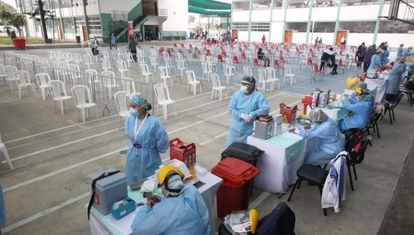 El Minsa señaló que existe un protocolo para la aplicación de las dosis.  (Fotos Britanie Arroyo / @photo.gec)
