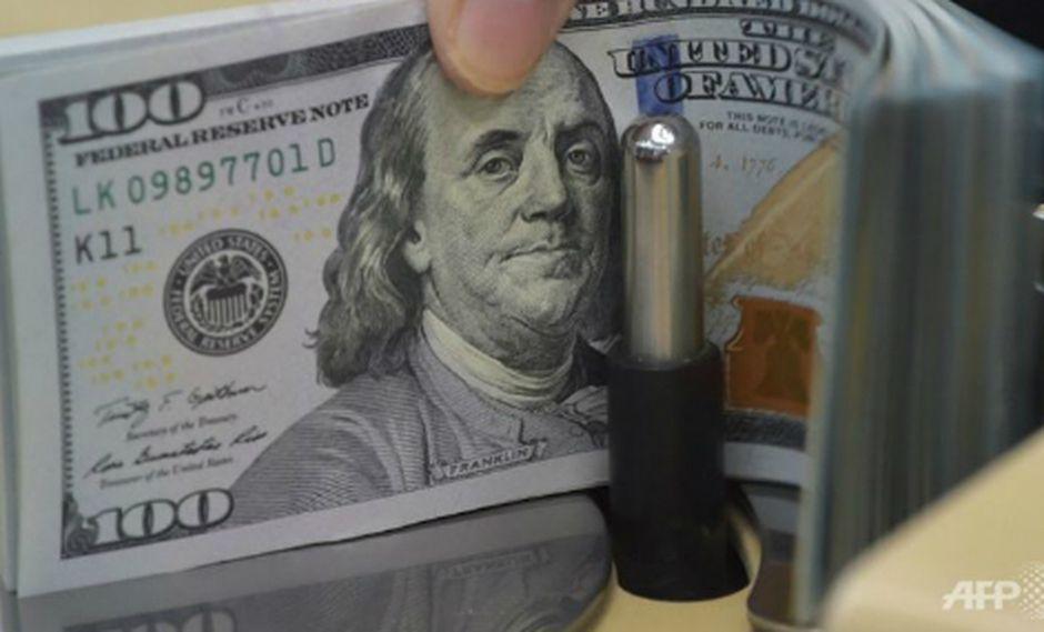 El dólar cerró al alza el miércoles. (Foto: AFP)