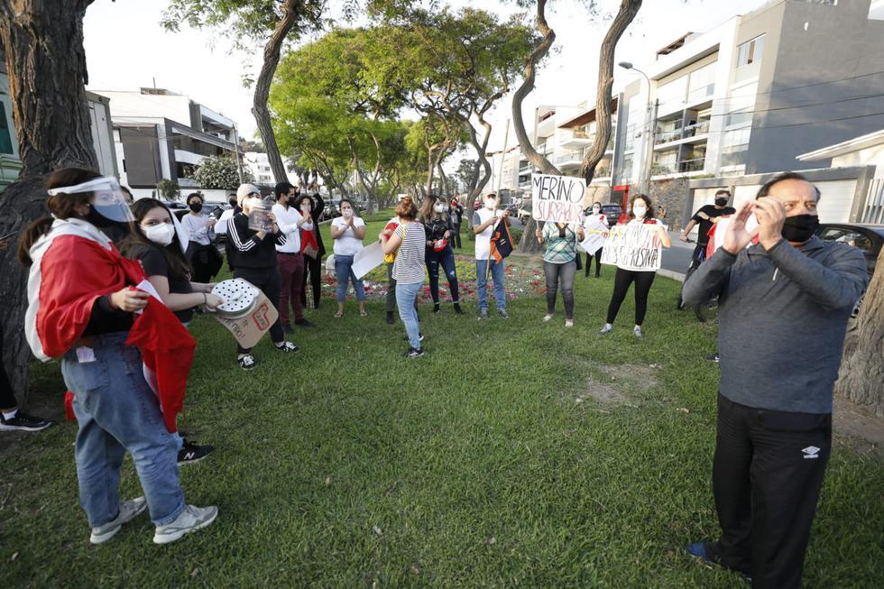 Un grupo de manifestantes llegó esta tarde a la vivienda del presidente Manuel Merino, ubicado en el distrito de San Borja, para protestar en contra de su juramentación como actual mandatario de nuestro país. (Foto: César Bueno/ @photo.gec)