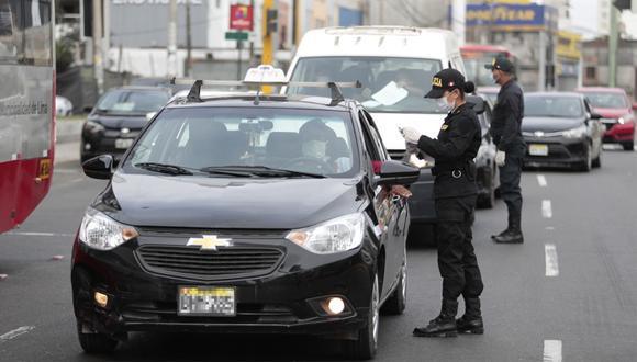 Aquellos que se dediquen a actividades esenciales deberán tener el nuevo pase vehicular y laboral.  (Foto: GEC)