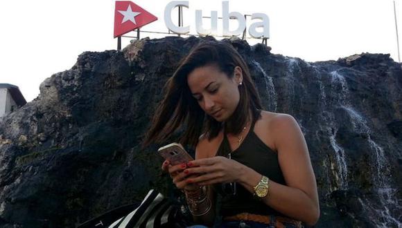 """En las redes sociales los cubanos, por su parte, lo han llamado una nueva """"ley mordaza"""", que creen que busca limitar la expresión y coartar su discurso en redes sociales. (Foto: AFP)."""