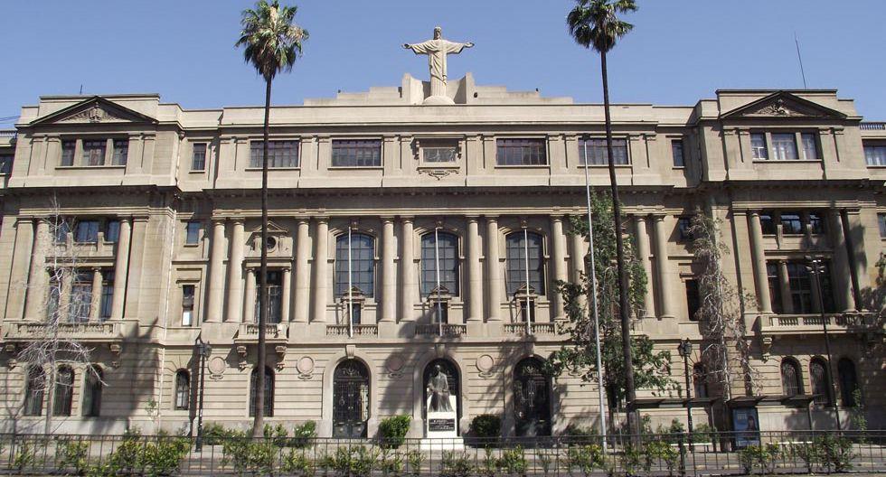 FOTO 11   Pontificia Universidad Católica de Chile - Chile - Puesto 187