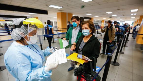 Tenga en cuenta que deberá respetarse el protocolo sanitario para la atención de vuelos internacionales comerciales. (Foto: Migraciones).