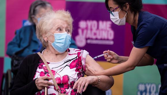 La variación de nuevos casos confirmados de coronavirus en Chile descendió 14% y 47% para la comparación de 7 y 14 días, respectivamente, informó el Ministerio de Salud. (Foto: EFE/ Alberto Valdés).
