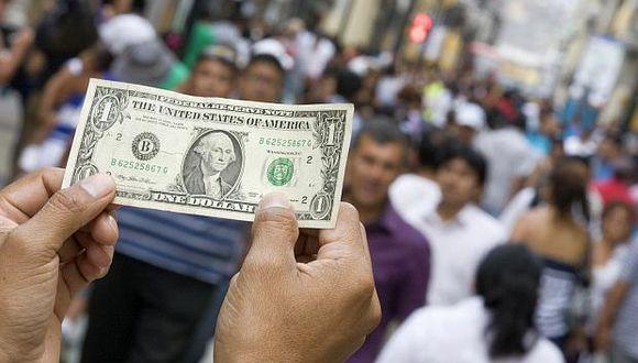 El tipo de cambio cotizaba a 3.335 soles por dólar la compra y a 3.360 soles por dólar la venta en el mercado paralelo. (Foto: USI)