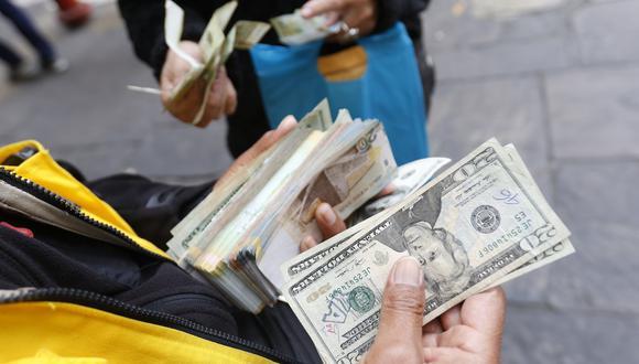 En el mercado paralelo o casas de cambio de Lima, el tipo de cambio se cotiza a S/ 3.385 la venta. (Foto: GEC)